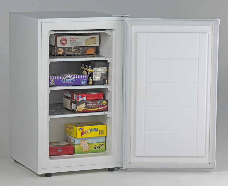AVANTI VF306 2.8 CU FT UPRIGHT FREEZER THREE METAL SHELVES