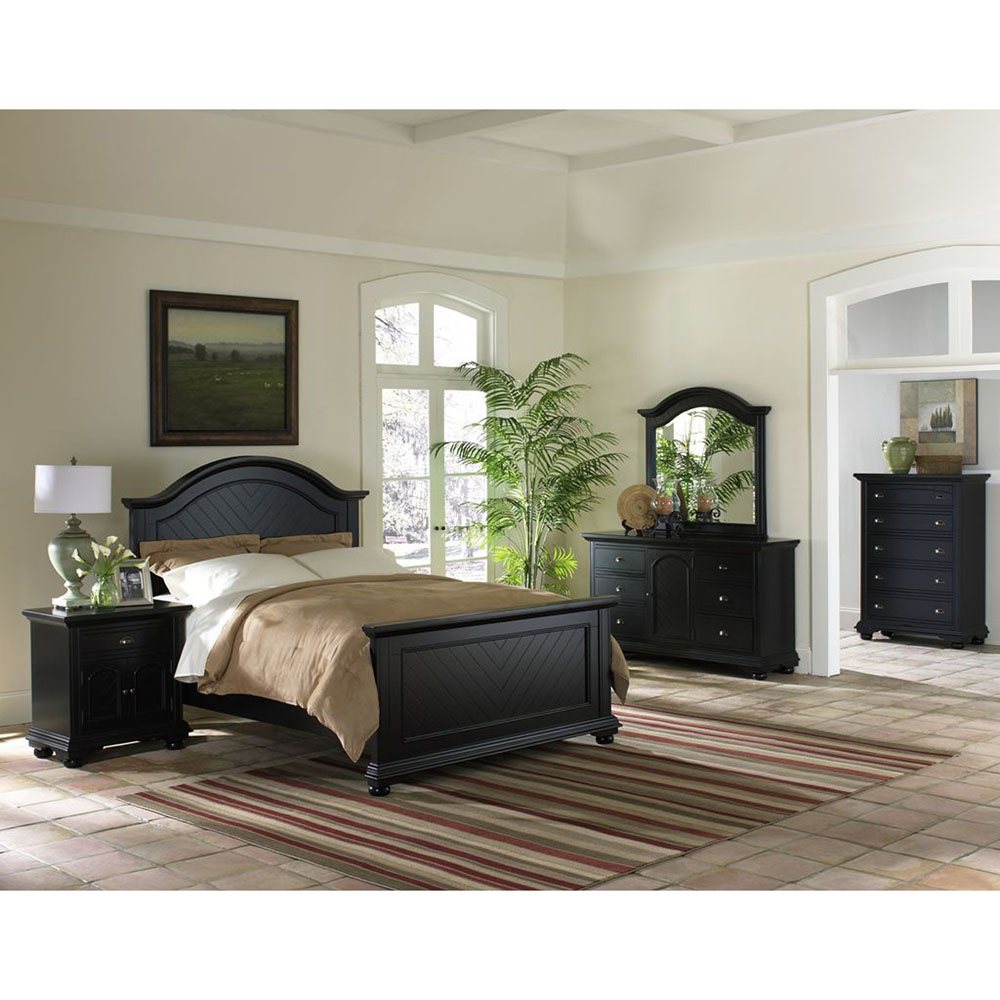 Hyde Park 5PC Bedroom Suite: QBed, Dresser, Mirror, Chest, Nightstand