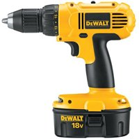 18V COMPACT DRILL W/2 BATTERY/CASE