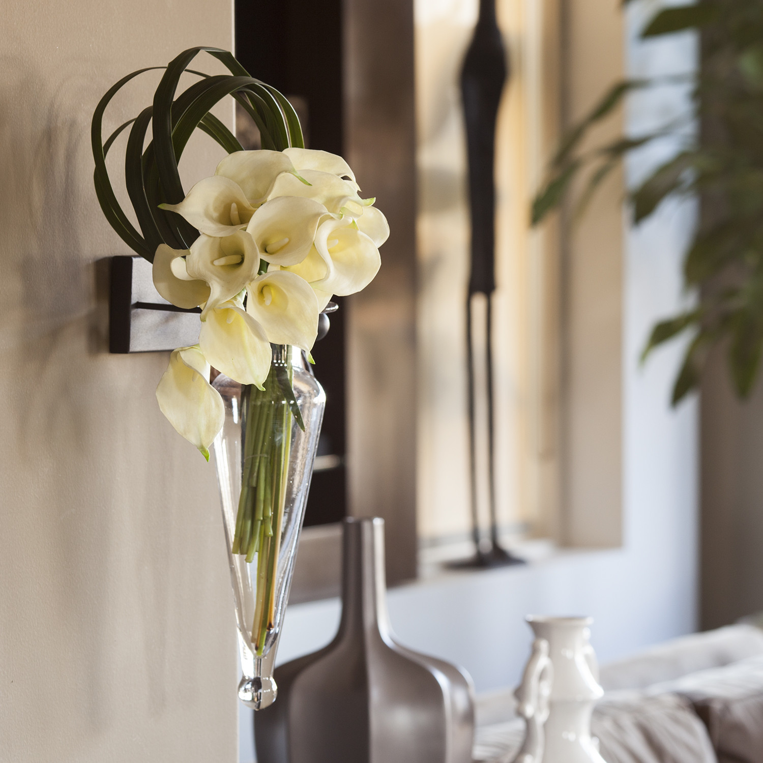 Hanging Amphora Vase on Metal Sconce with Finials-Clear