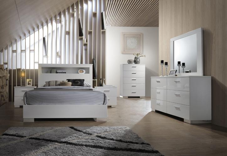 BedroomMecca Queen Bed in White
