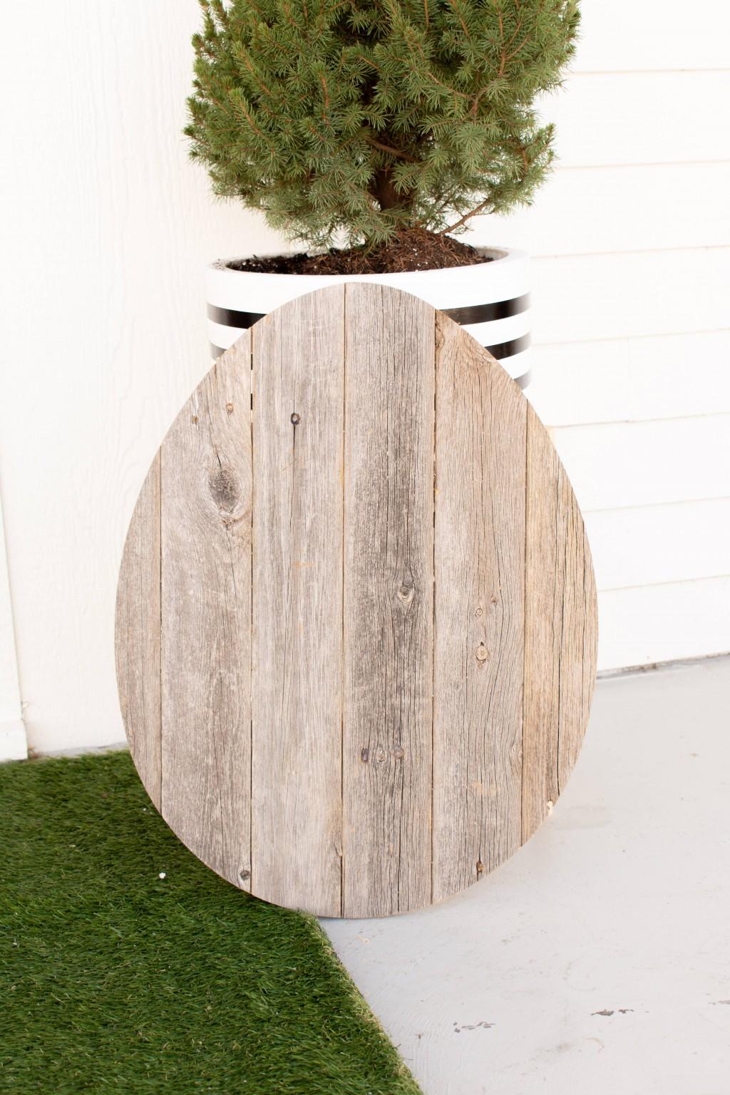 "24"" Rustic Farmhouse Gray Wood Large Egg"