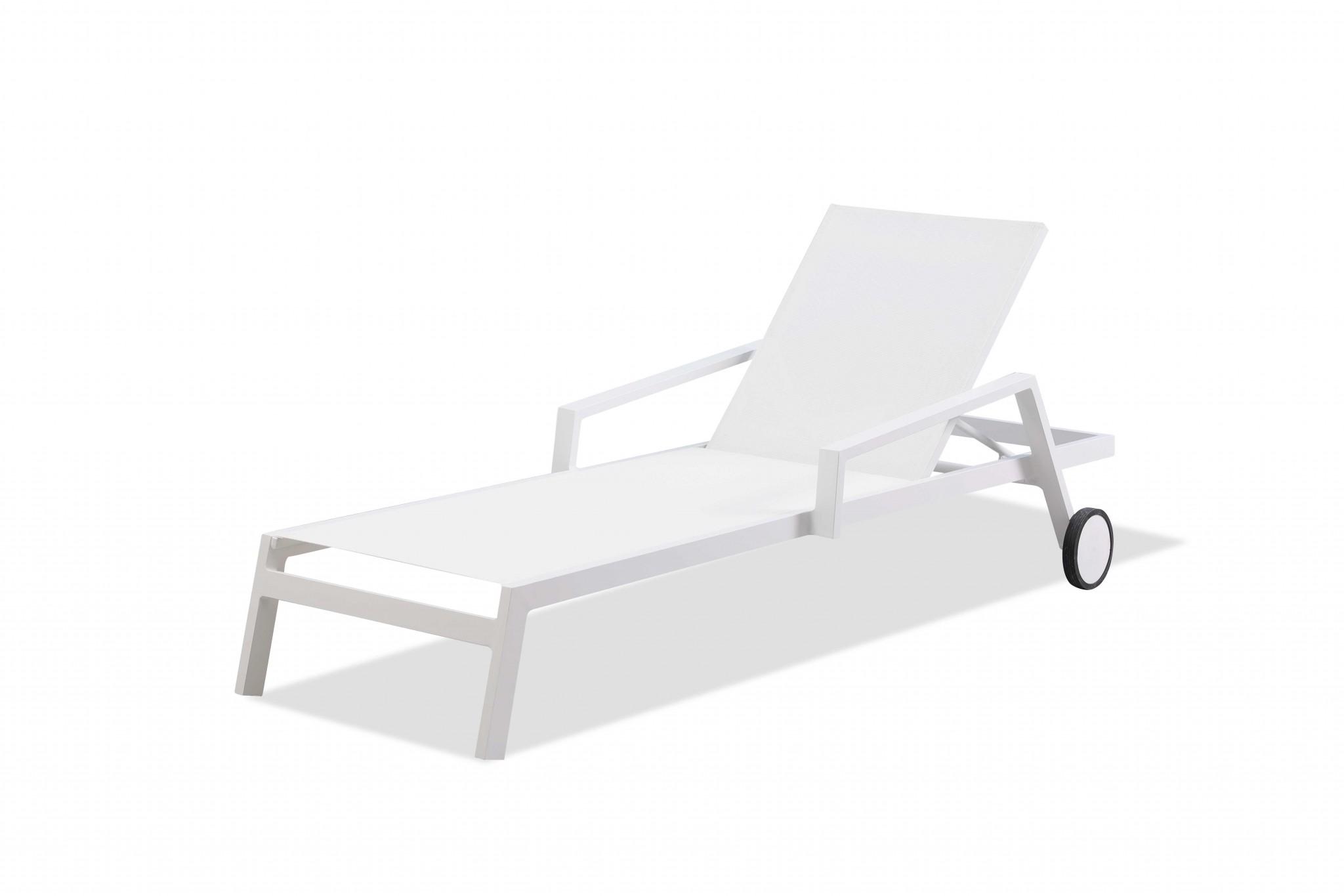 """30"""" X 83"""" X 12"""" 20"""" White Aluminum Chaise"""